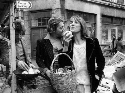 """No filme """"Wonderwall"""" (1968), do diretor Joe Massot – cuja trilha sonora foi composta pelo beatle George Harrison – o nome da personagem de Jane, embora sem uma fala sequer, é Penny Lane, título de uma das canções dos Beatles"""